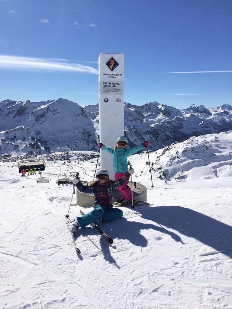 Die zwei Mädels beim Skifahren in Obertauern.