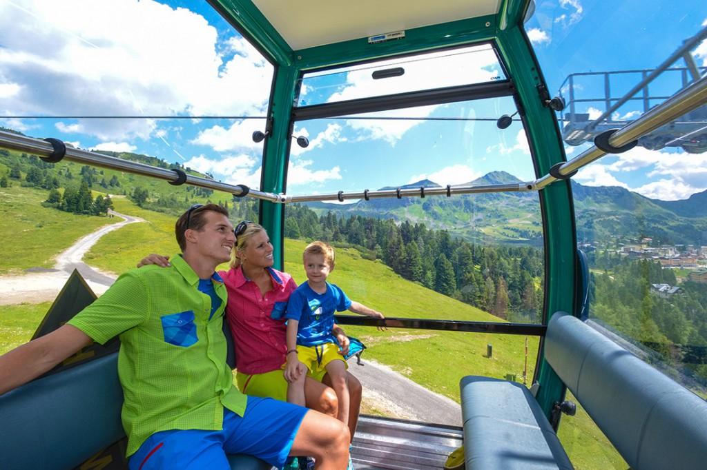 Hier ganz deutlich: Seilbahnwandern macht glücklich! (Bild: TVB Obertauern)