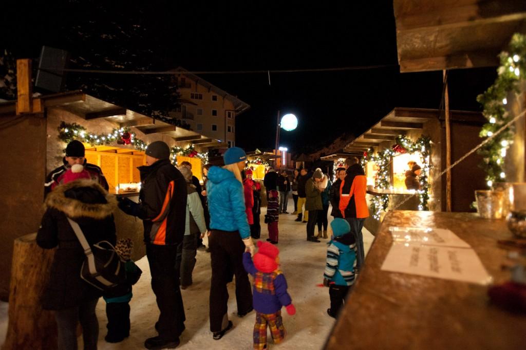 Reges Treiben auf dem Christkindlmarkt Obertauern