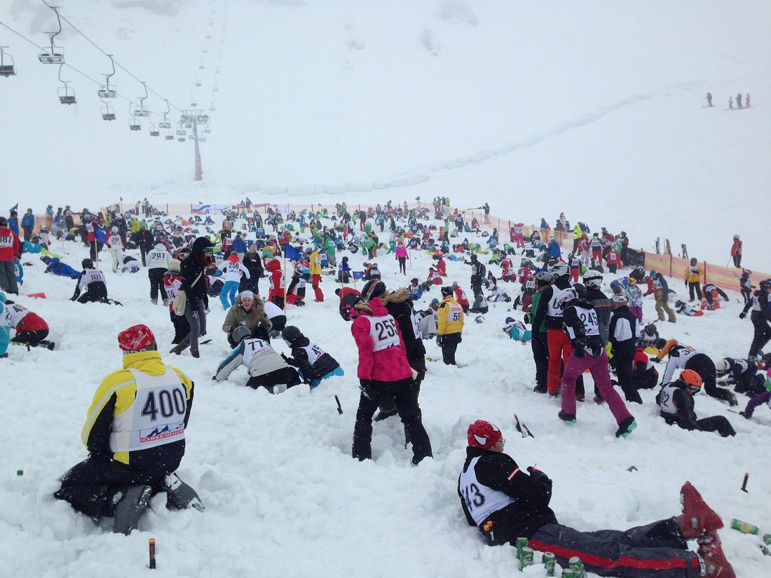Die größte Schatzsuche Österreichs, das Gamsleiten Kriterium in Obertauern. Wenn hunderte Skifahrer mit kleinen Schäufelchen im Schnee nach vergrabenen Kisten suchen.