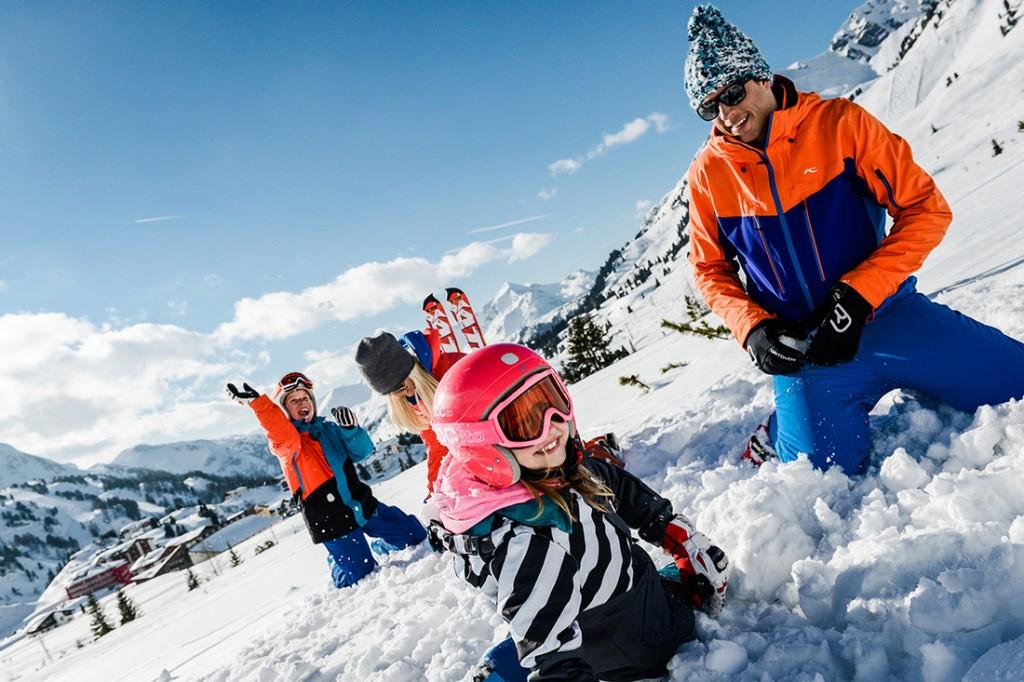 Auch eine Pause muss mal sein beim Skikurs in Obertauern mit Kindern.
