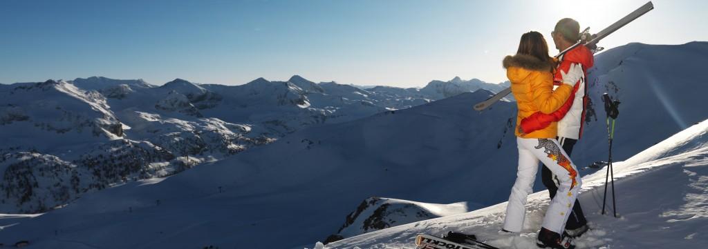 Winterzeit in Obertauern: Pelz an der Kapuze und enge Schnitte erobern den alpinen Raum. Fotocredit: Obertauern