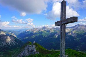Und schwuppdiwupp, stand ich schon am 3. Gipfel des heutigen Feierabends, der Zehnerkarspitze mit 2.382 Meter.