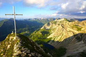 Und schon stand ich gegen 20.00 auf der Vorderen Großwandspitze oben und genoss den Ausblick und meine zwei Müsliriegel :)